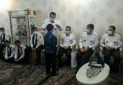 حضور رئیس اورژانس پیش بیمارستانی علوم پزشکی تبریز در منزل شهید «عباس انصاری»