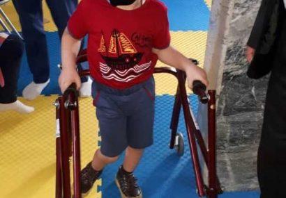 واکر معکوس مخصوص کودکان فلج مغزی در تبریز رونمایی شد