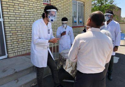 توزیع ماسک و آموزش به مردم توسط اکسترنهای گروه پزشکی اجتماعی دانشکده پزشکی تبریز