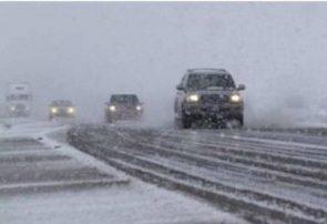 مشکل خاصی در تردد محورهای آذربایجانشرقی وجود ندارد/ هشدار در مورد لغزندگی جادهها