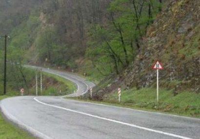 تردد خودروهای سنگین در محورهای ارتباطی میانه ممنوع شد